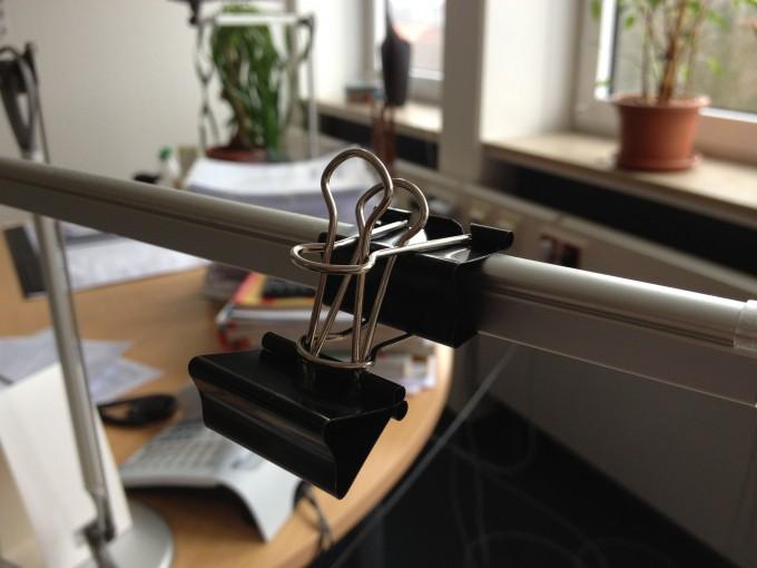 Aufhängung aus zwei Foldback-Klammern