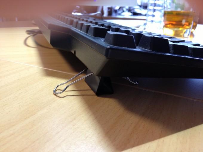 Foldback-Klammern als Tastaturfüße