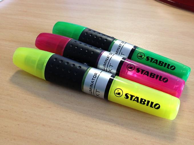Grüner, pinker und gelber Stabilo Textmarker Luminator