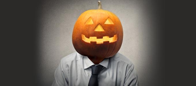 Halloween wird auch im Büro gefeiert.