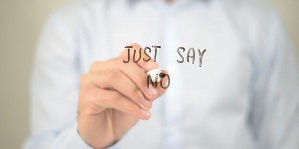 Auf einer Scheibe per Hand geschriebenes JUST SAY NO