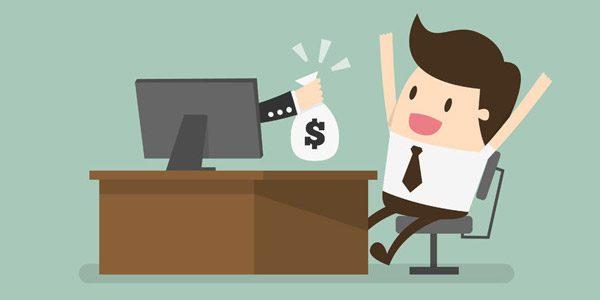 Illustration von Männchen mit Krawatte sitzt vor Schreibtisch und freut sich über Sack mit Geld, der ihm von einer Hand aus dem Monitor heraus gegeben wird.