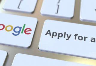 """Google Jobsuche in Deutschland gestartet / auf dem Foto: Eine Computertastatur mit den Bezeichnungen """"Google"""" und """"Apply for a job"""" (Bewerben Sie sich um einen Job)."""