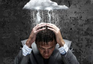 Depressiver Arbeitskollege - So kann erkrankten Kollegen geholfen werden