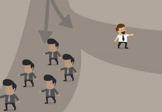 man sieht zwei Wege, eine Gruppe nimmt einen Weg und eine einzelne Person nimmt einen anderen Weg