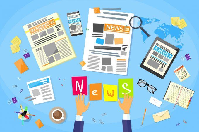 Man sieht die verschiedenen Arten News zu empfangen via Smatrtphone, in der Zeitung im Blog