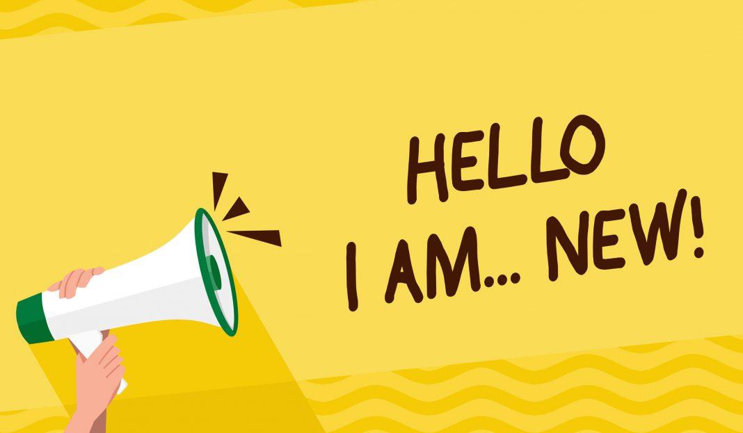 Ein Megafon mit der Ausschrei Hello I am new
