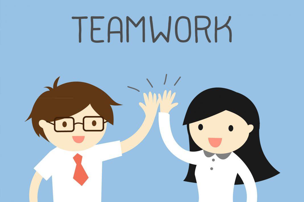 Teamwork in Cartoolstil mit zwei Figuren